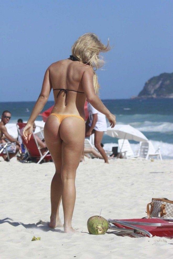 На пляже дала всем думаю