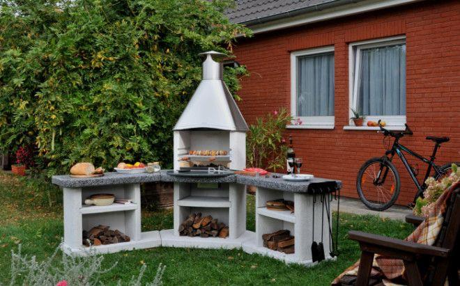 Небольшая стационарная установка для барбекю на заднем дворе
