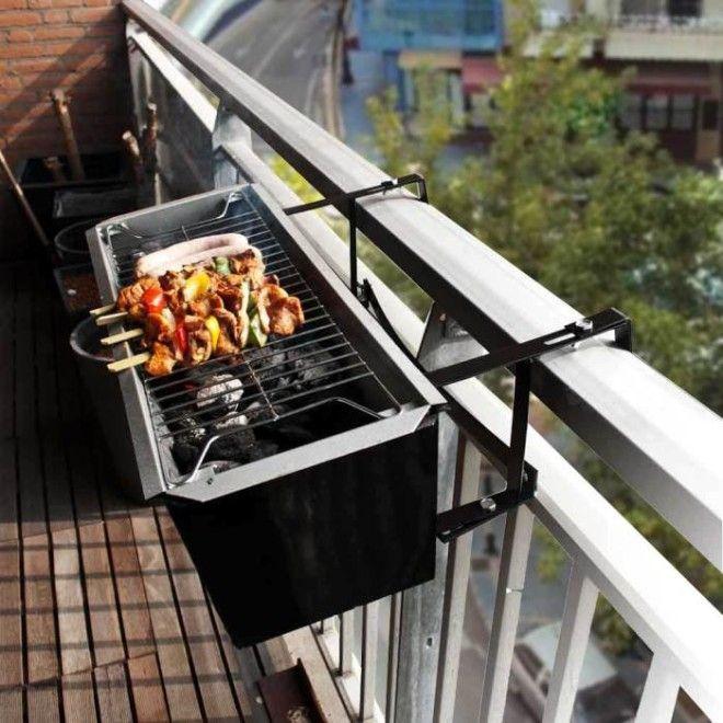 Компактный гриль на перилах для барбекю на балконе