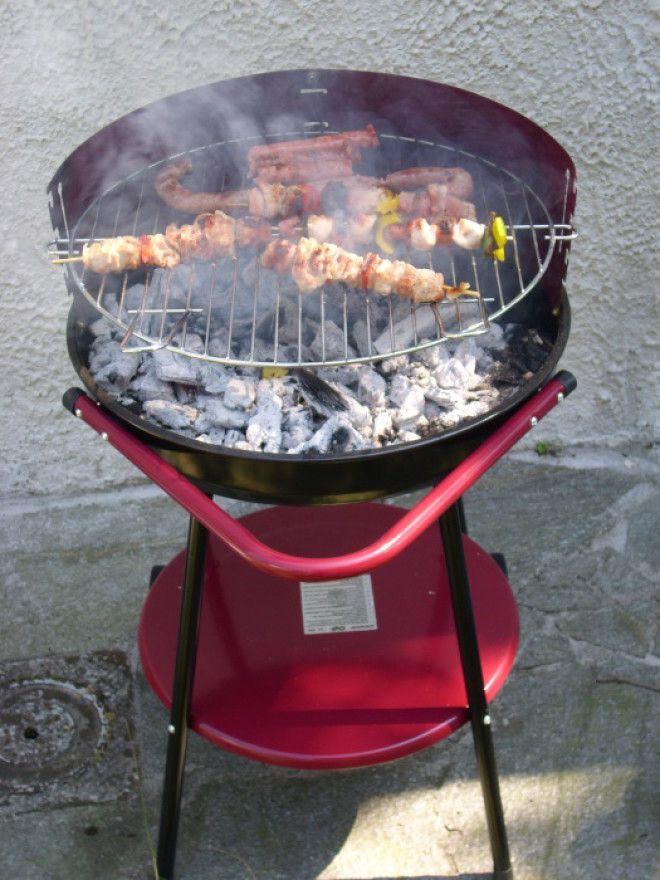 Небольшая переносная установка для приготовления мясных блюд